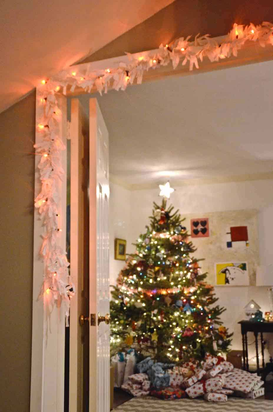 Turn an old sheet into this fun repurposed Christmas garland.