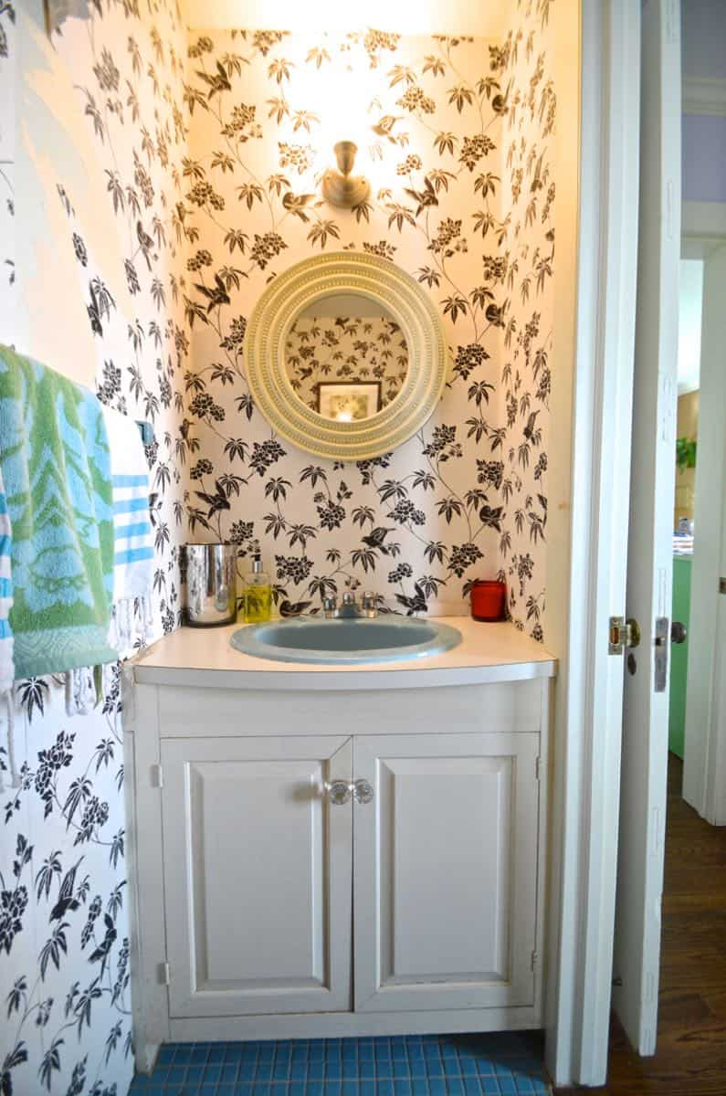 Paint a sink to look new and updated without spending a dime on plumbing.