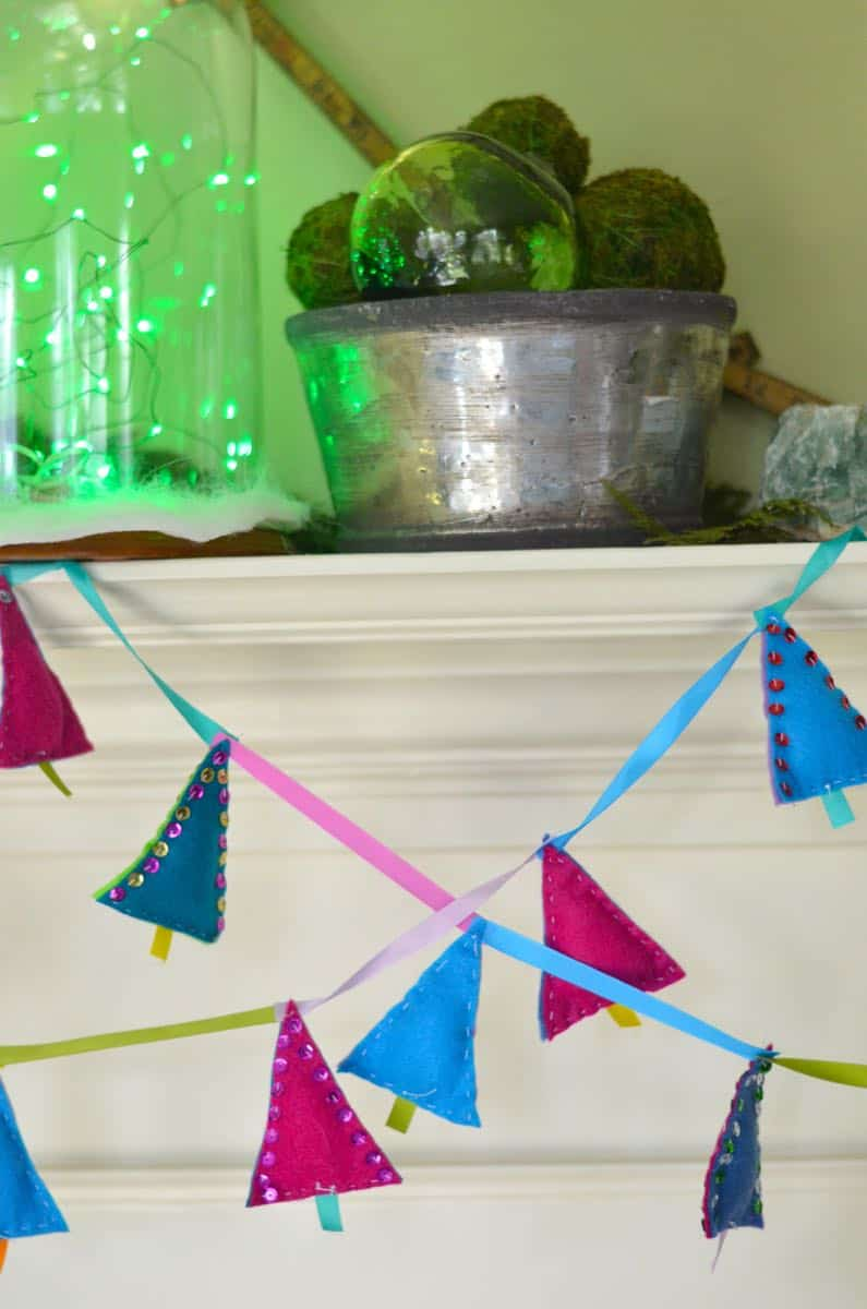 DIY Christmas Tree garland with felt and sequins.