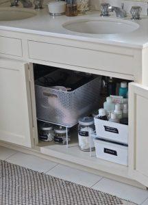 ways to organized clutter in vanity