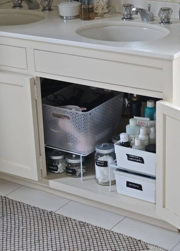 ways to organized clutter in vanity