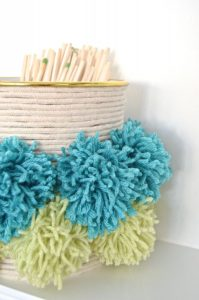 side view of pom pom container