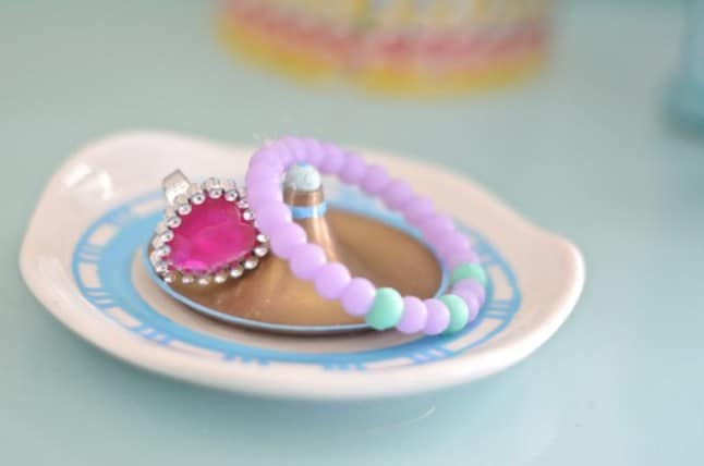 place to store jewelry DIY