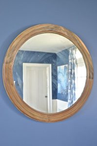 round mirror in dining room