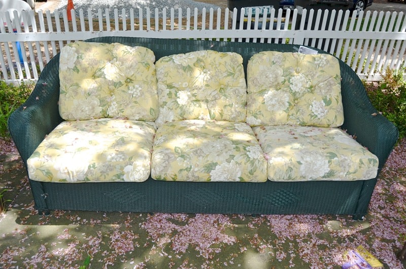 How To Makeover Patio Cushions By Painting Them With Regular Olu0027 Latex  Paint.