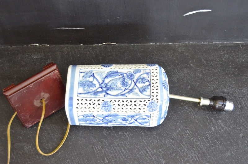 How to rewire a lamp in under 15 minutes by replacing the socket.