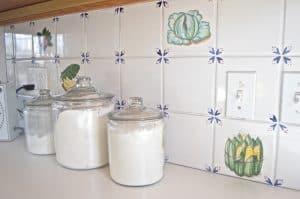 How to paint kitchen backsplash tile for an easy makeover.