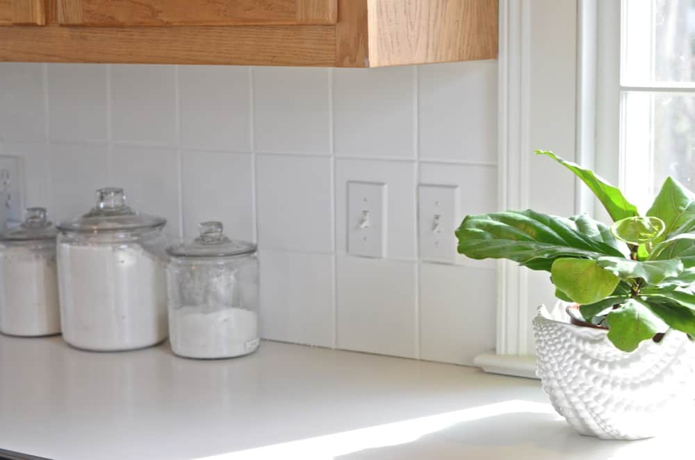 How to paint kitchen backsplash tile for an easy makeover.