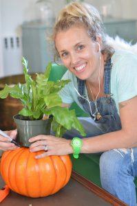 making-pumpkin-planter