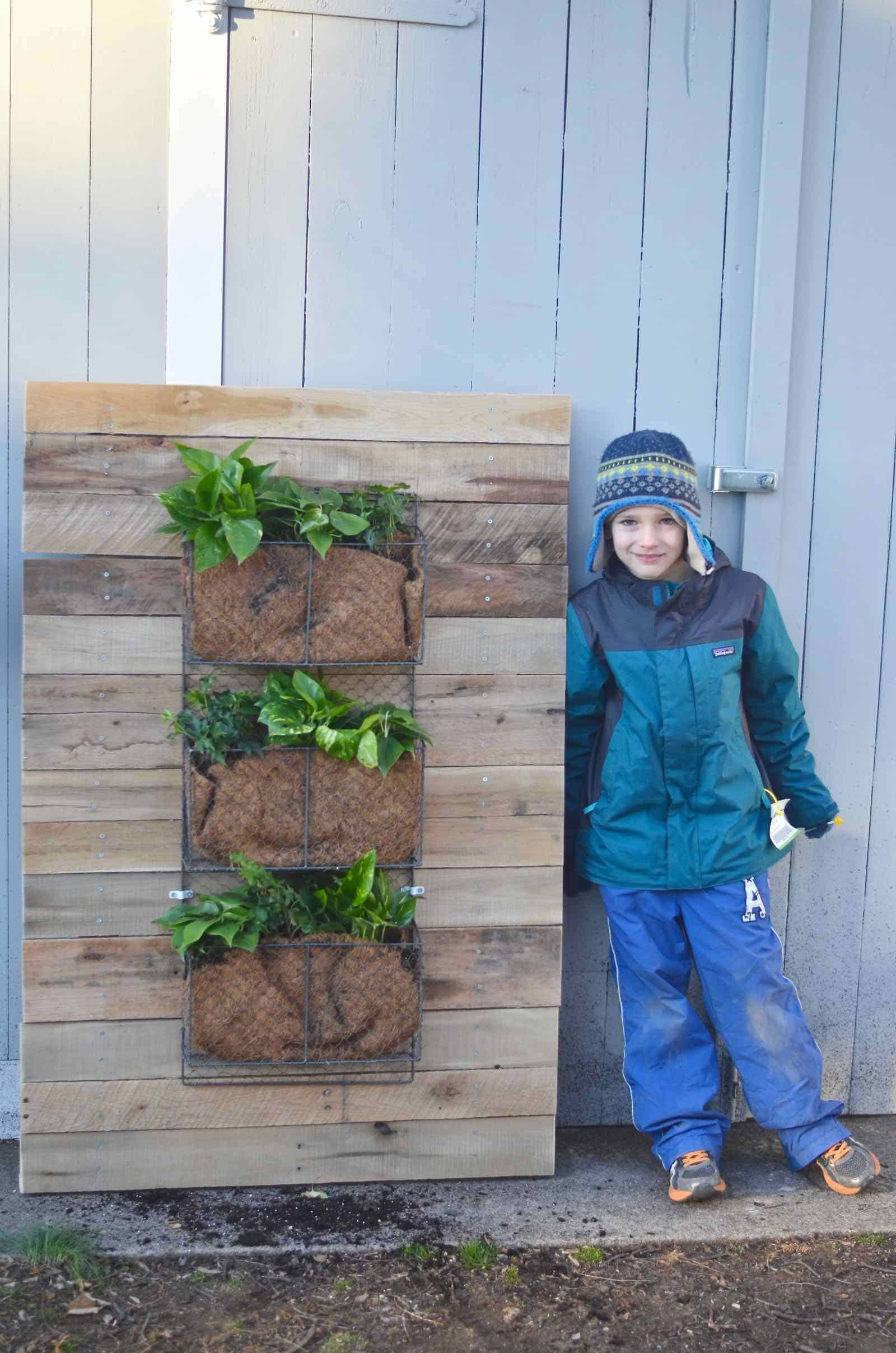 DIY Pallet wood wall planter