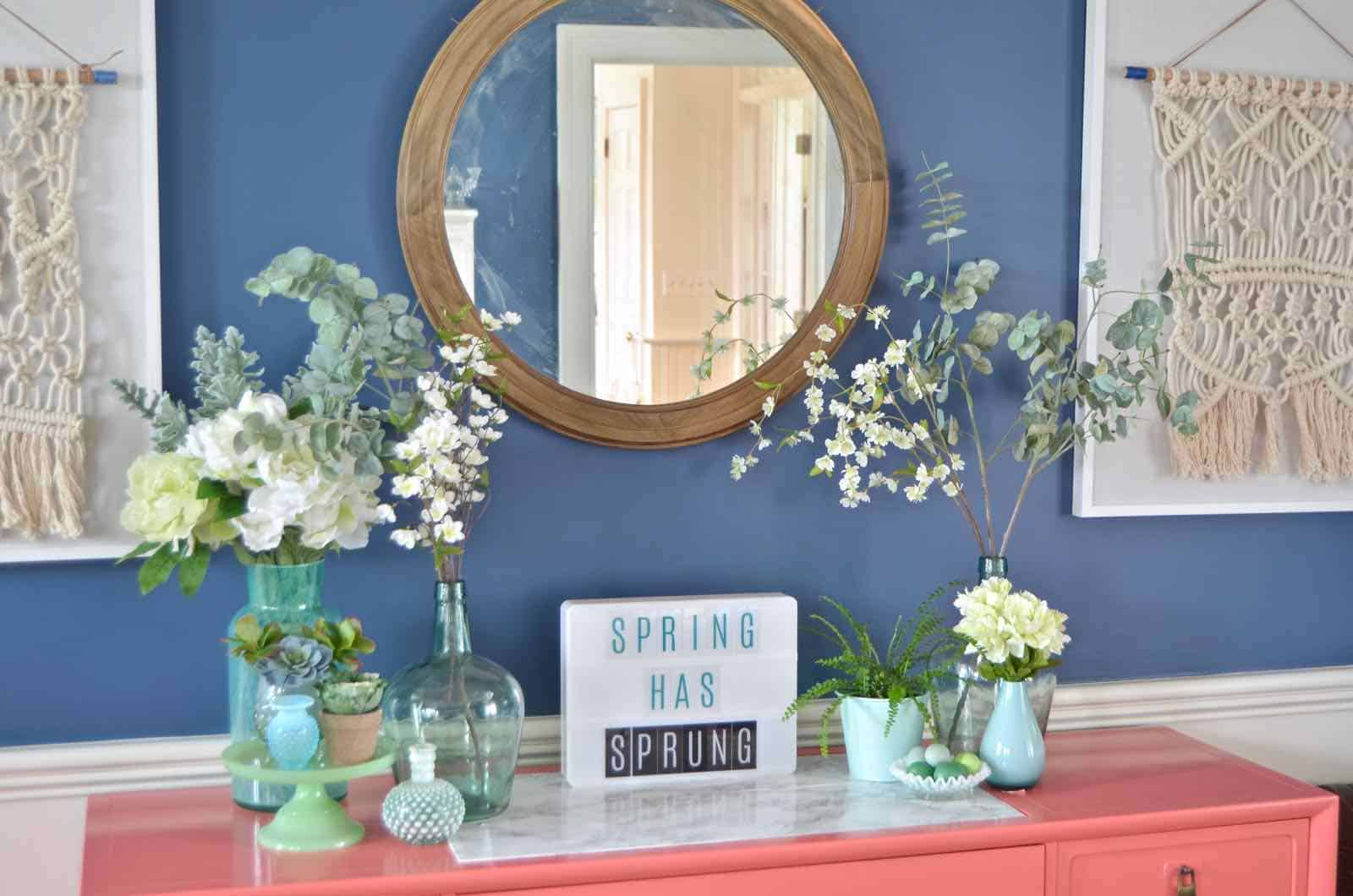 Spring house tour with flowers and decorative accents in blue and green.