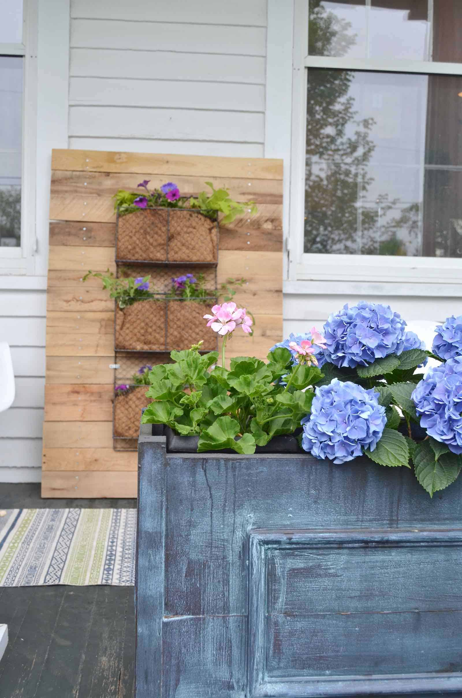 DIY Pallet wood vertical wall planter