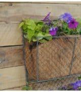 vertical-pallet-planter-feature