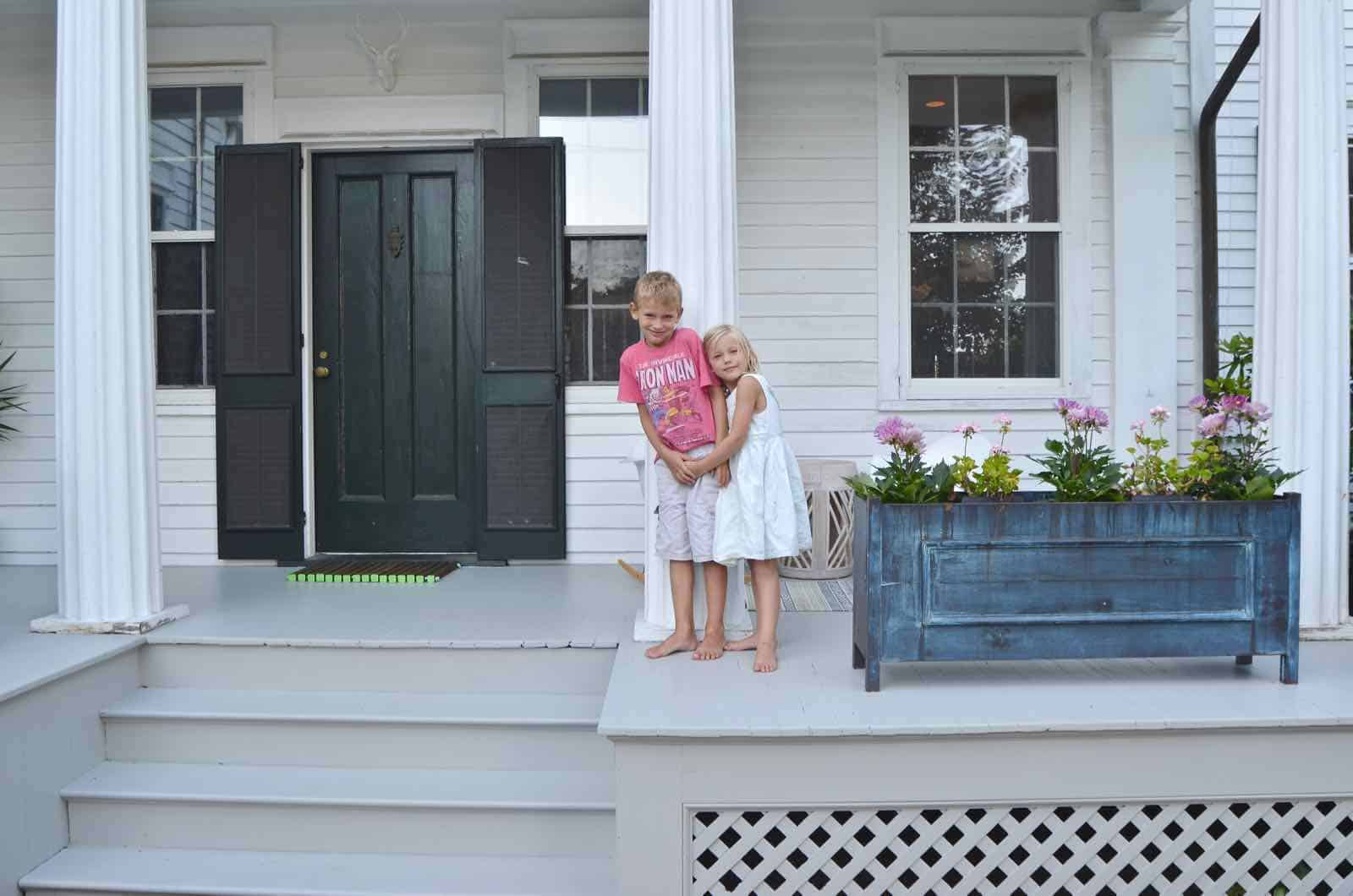 kids on front porch