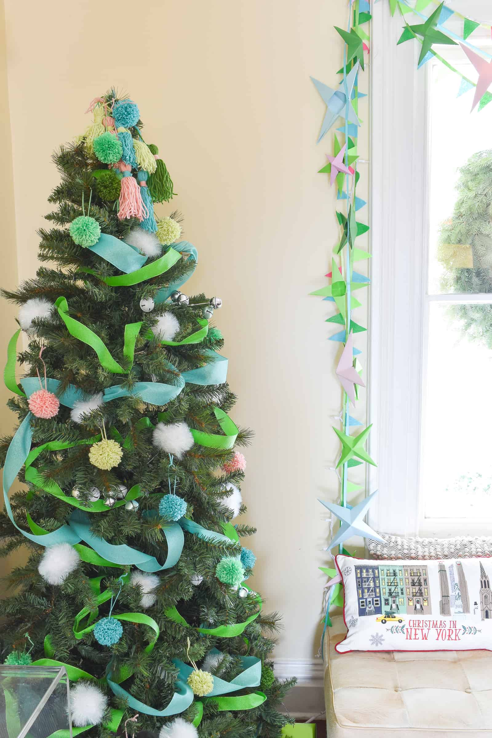 Retro Decor for Santa\'s House - At Charlotte\'s House