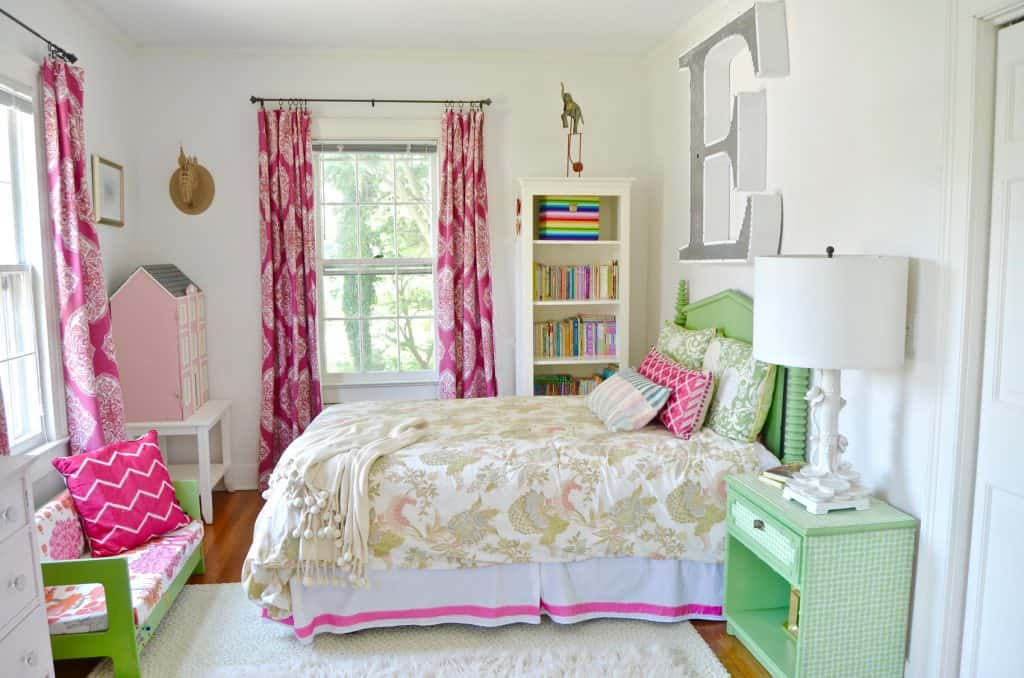 bedroom with mixed elements