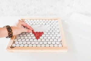 lay tiles into mortar