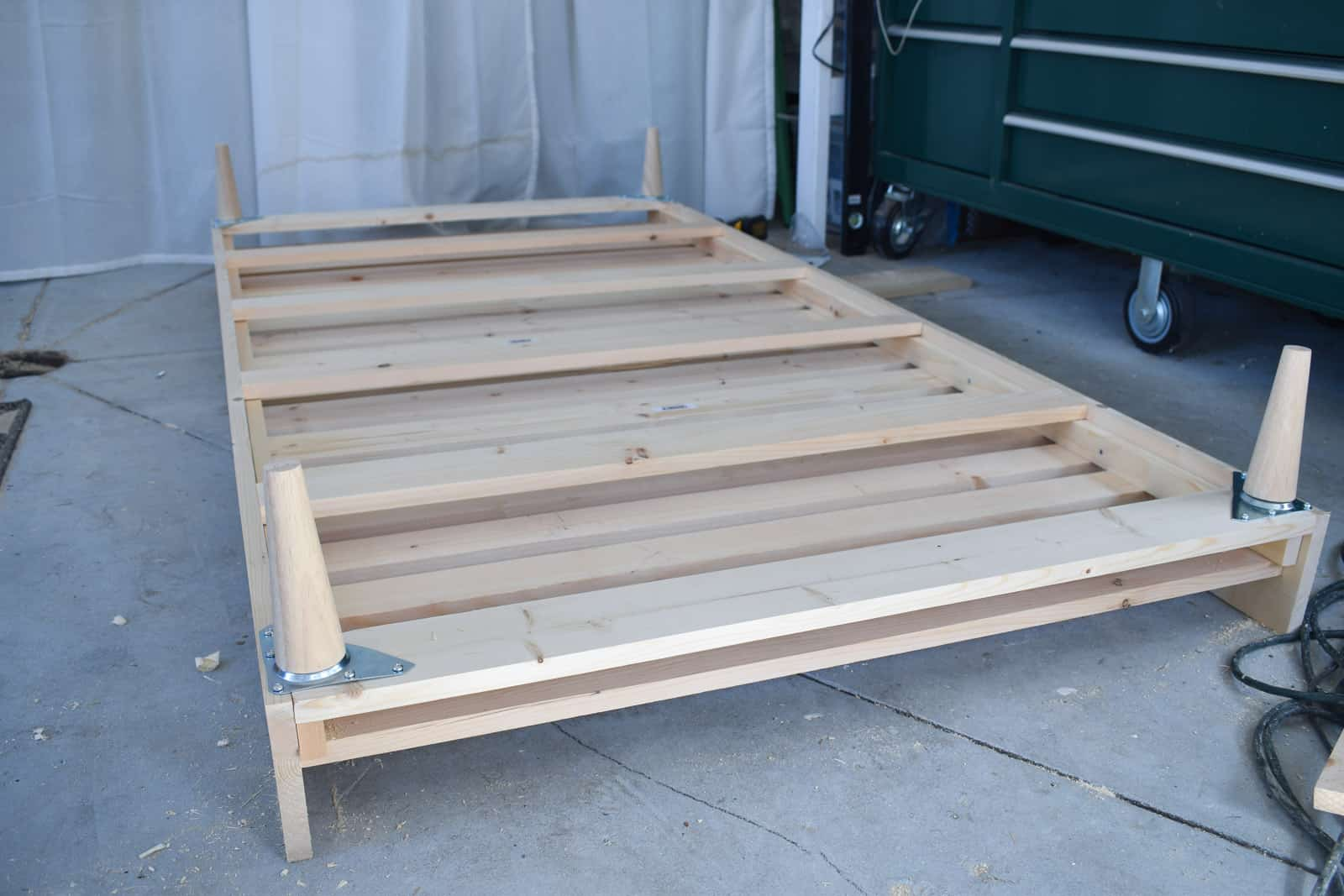 daybed frame with legs