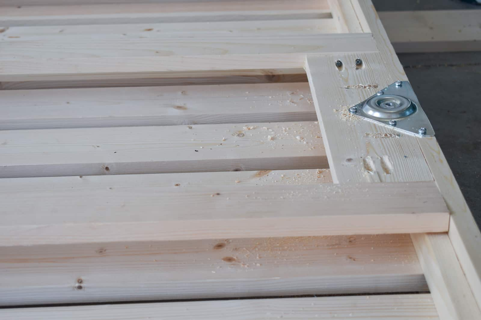 adding legs to daybed frame