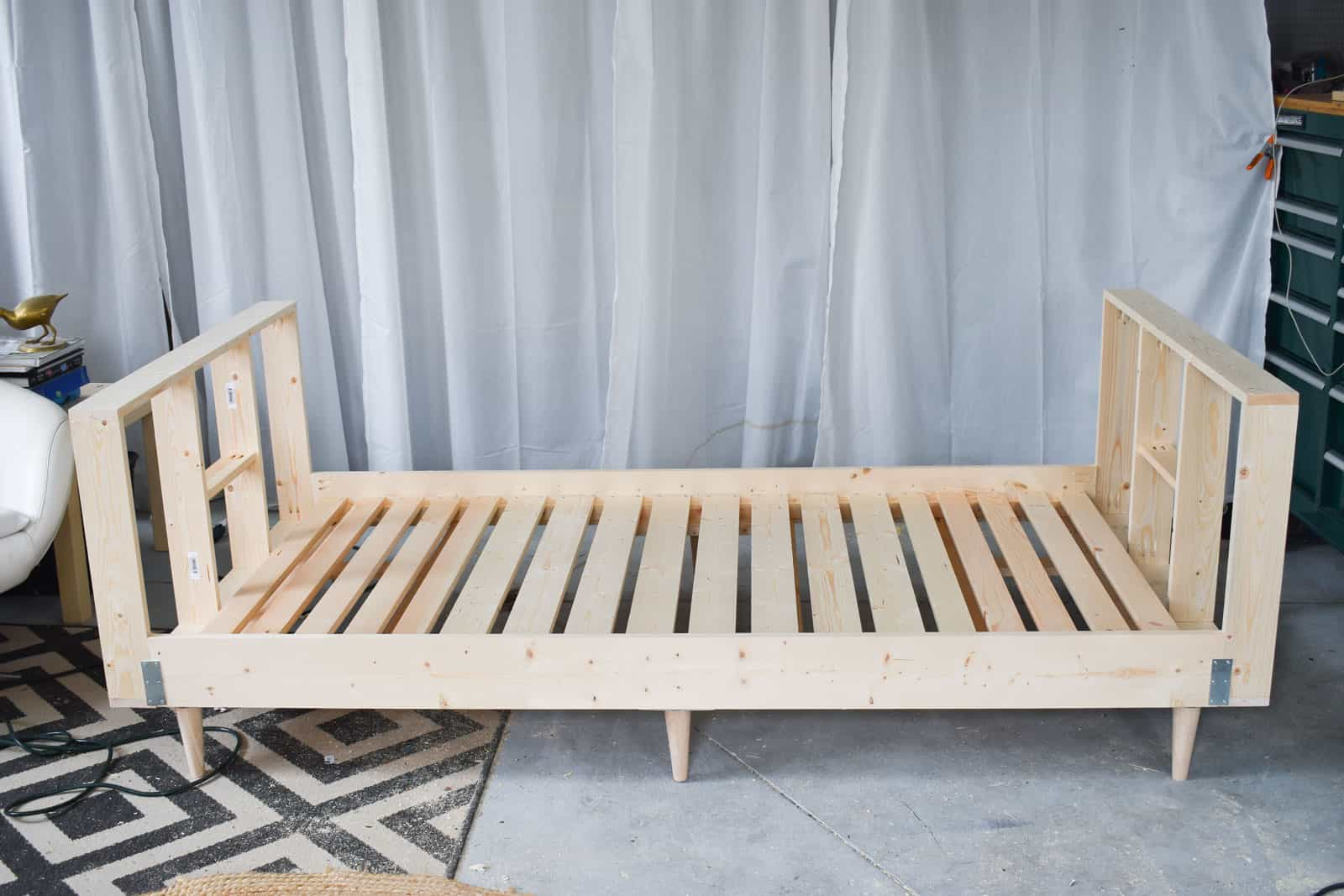 finished daybed frame