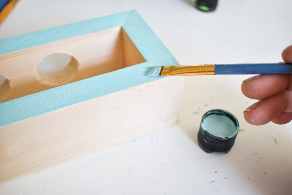 paint the edges of the bud vase