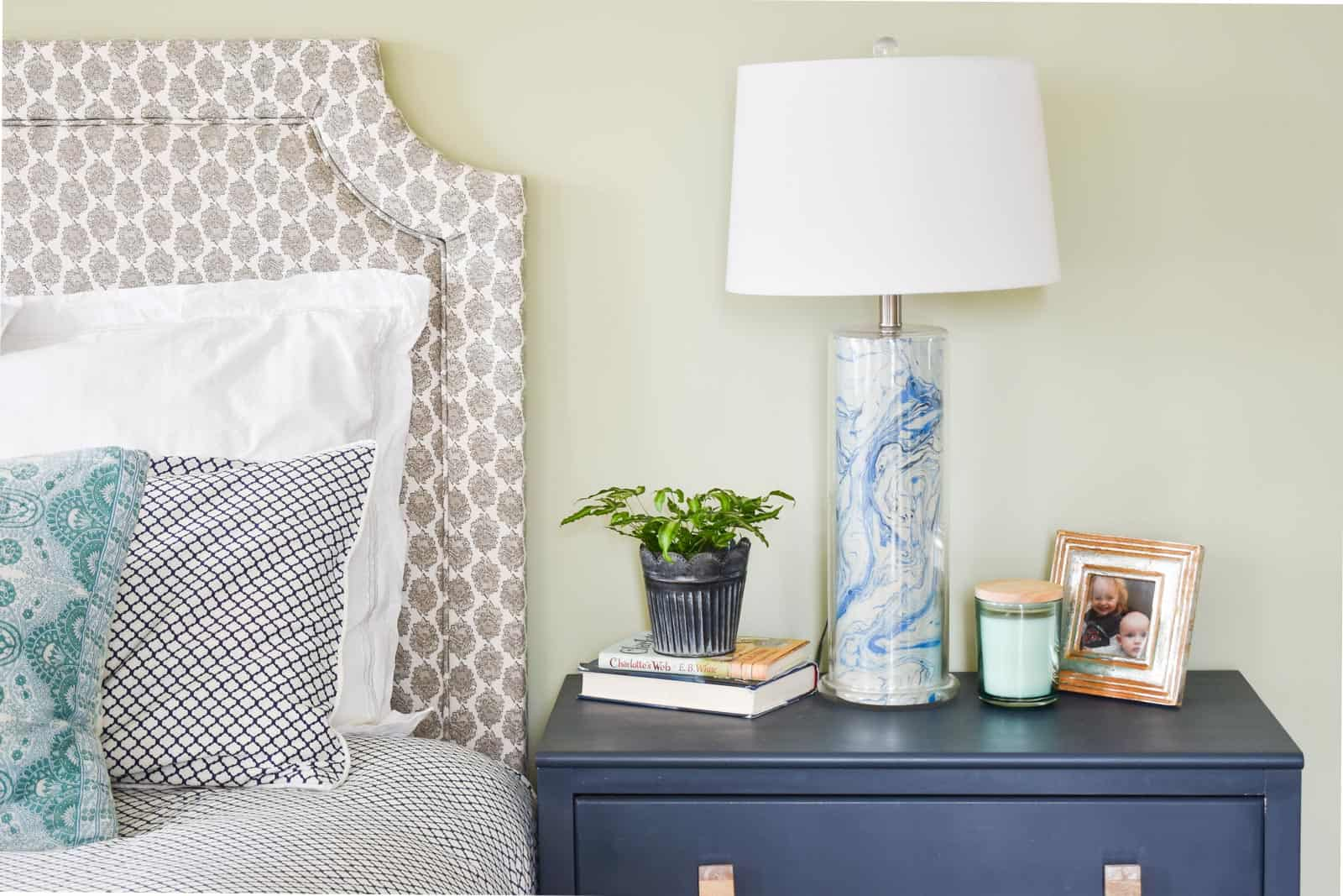 marbled lamp makeover for spring bedroom
