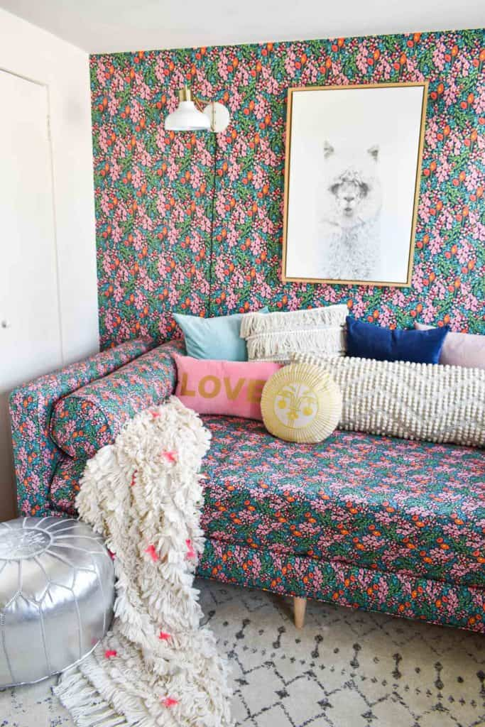 adding throw pillows onto daybed