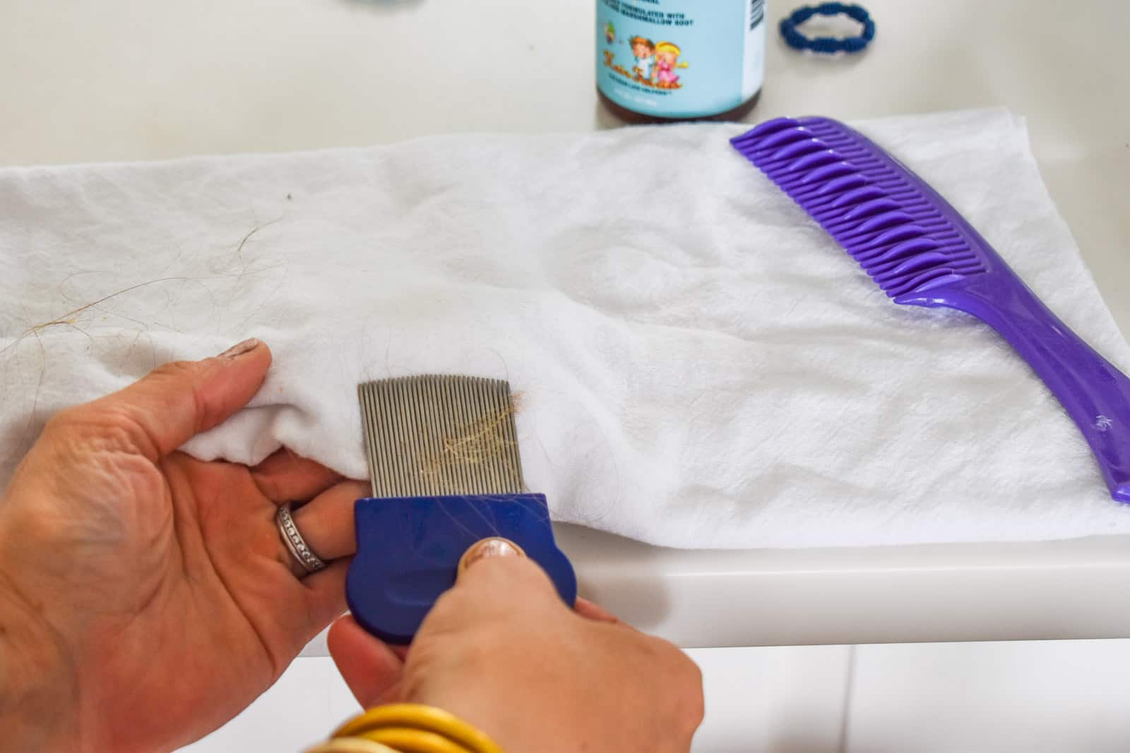 wipe the lice comb off onto a white towel