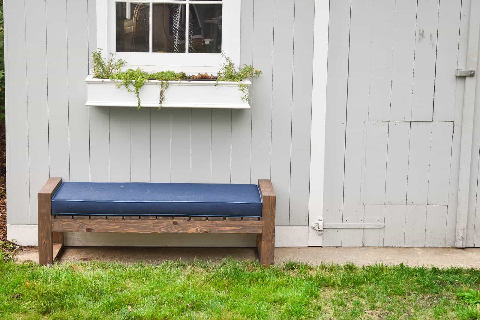 Lovely Modern Diy Backyard Bench