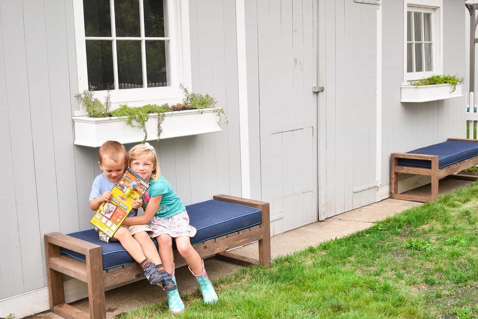 DIY backyard patio benches