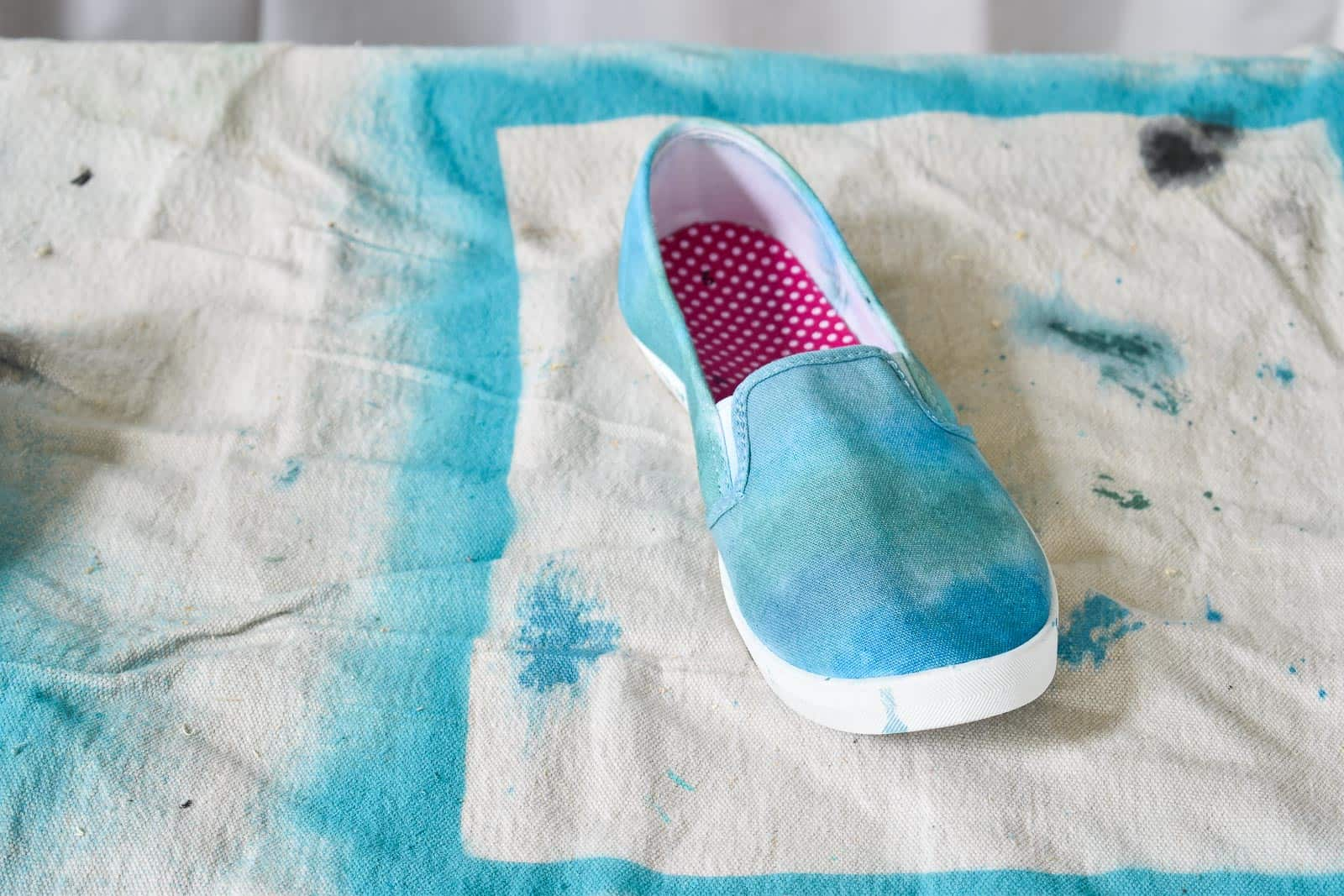 paint shoe with watercolor dye