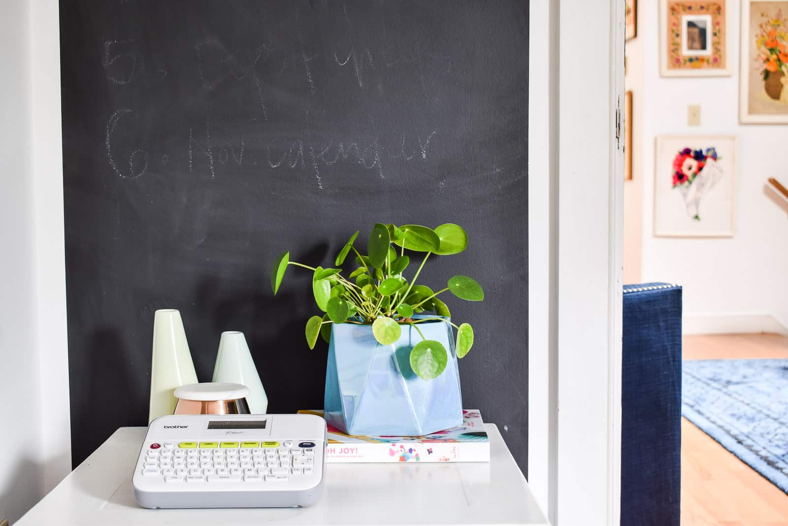 how to paint crisp lines on a chalkboard wall