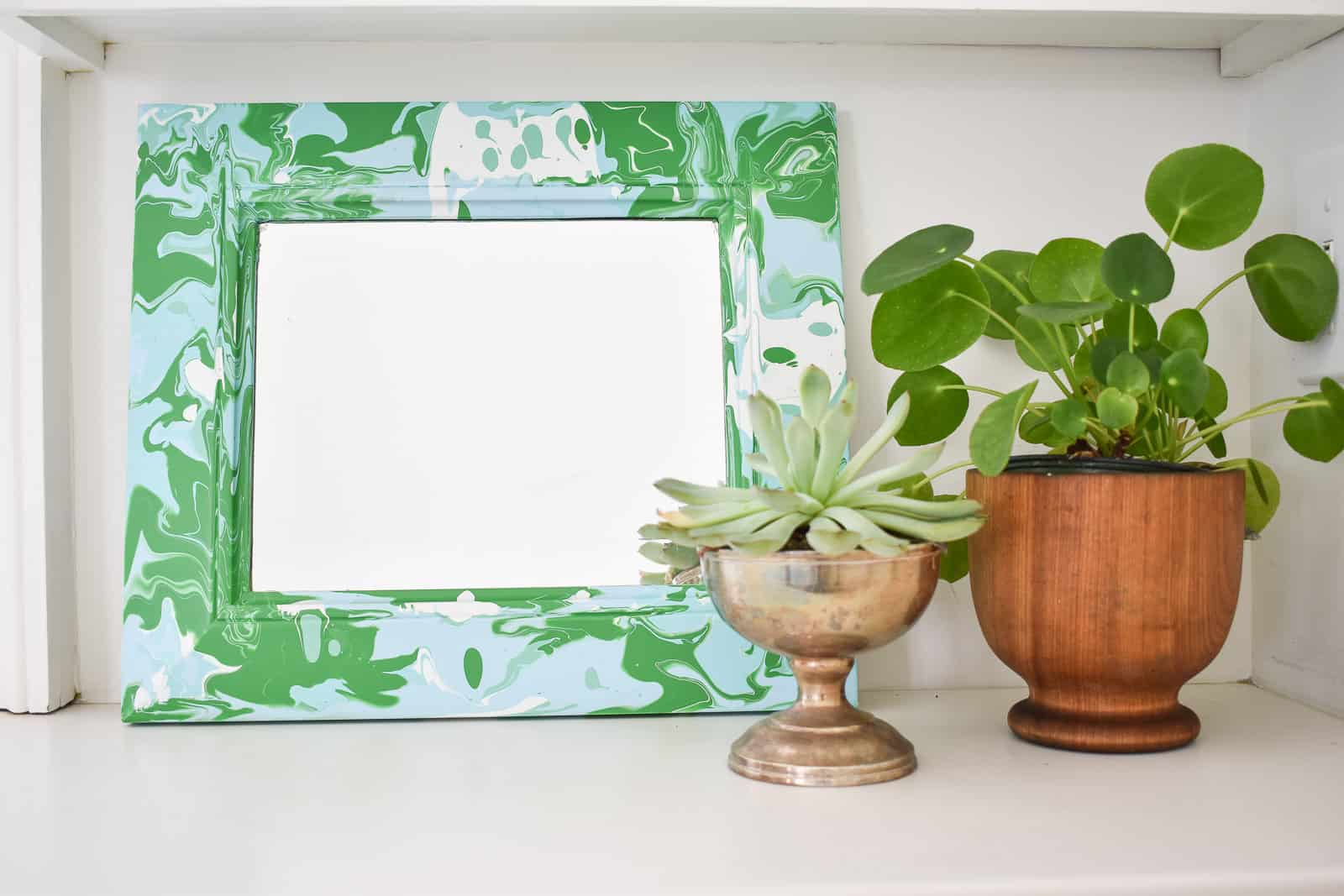 how to use paint pouring to update an old mirror