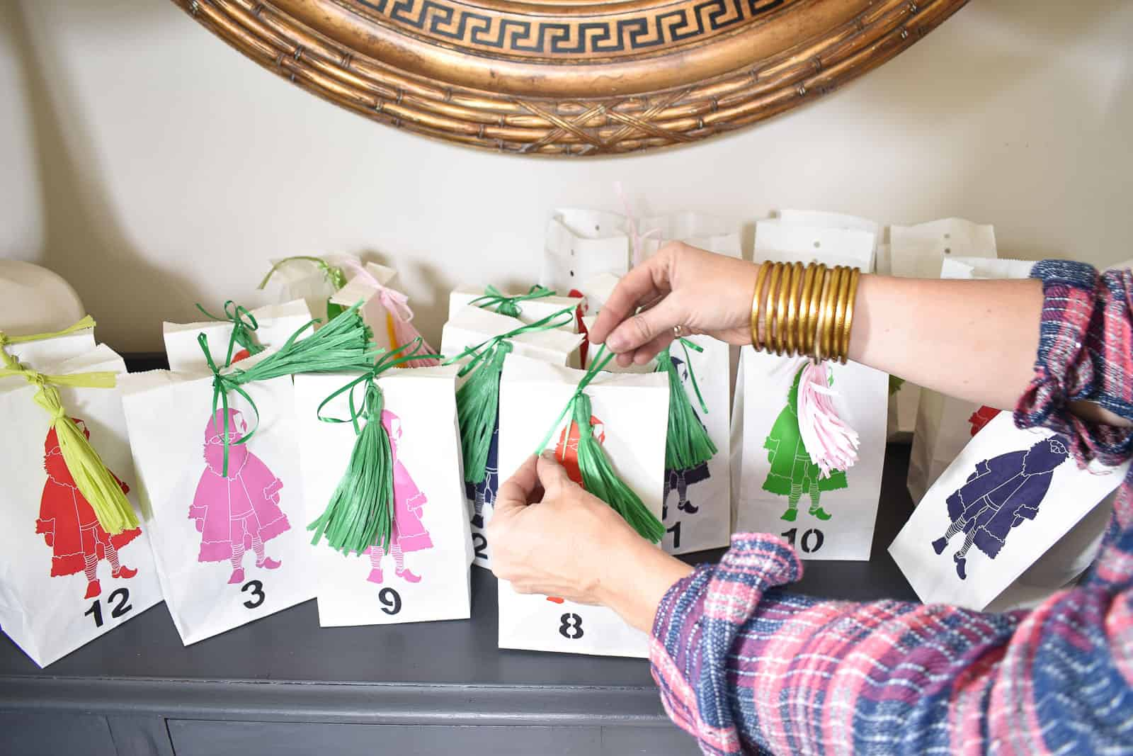 tassel to close advent bag