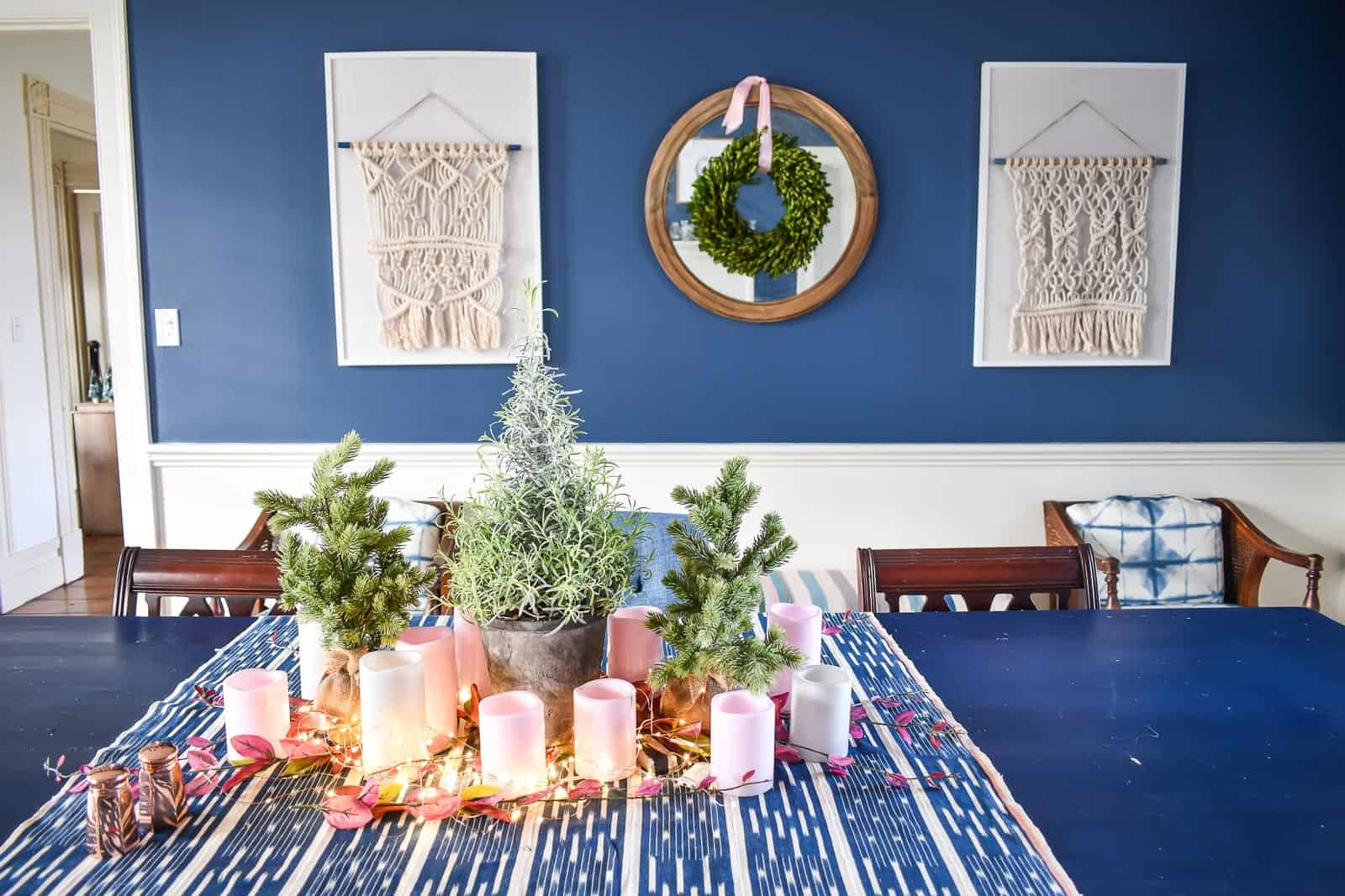 christmas decor in dining room