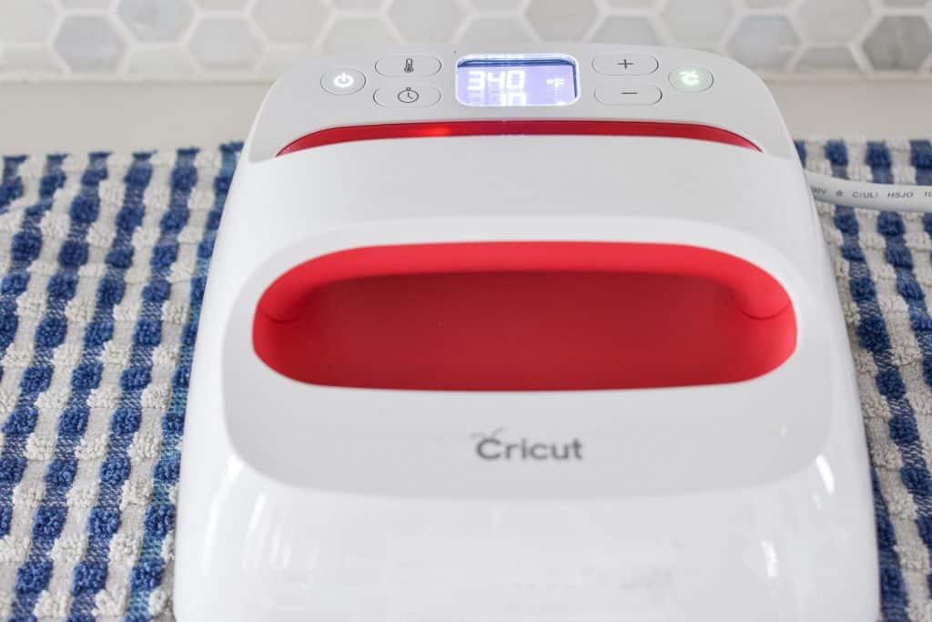 use cricut easy press to transfer iron on vinyl