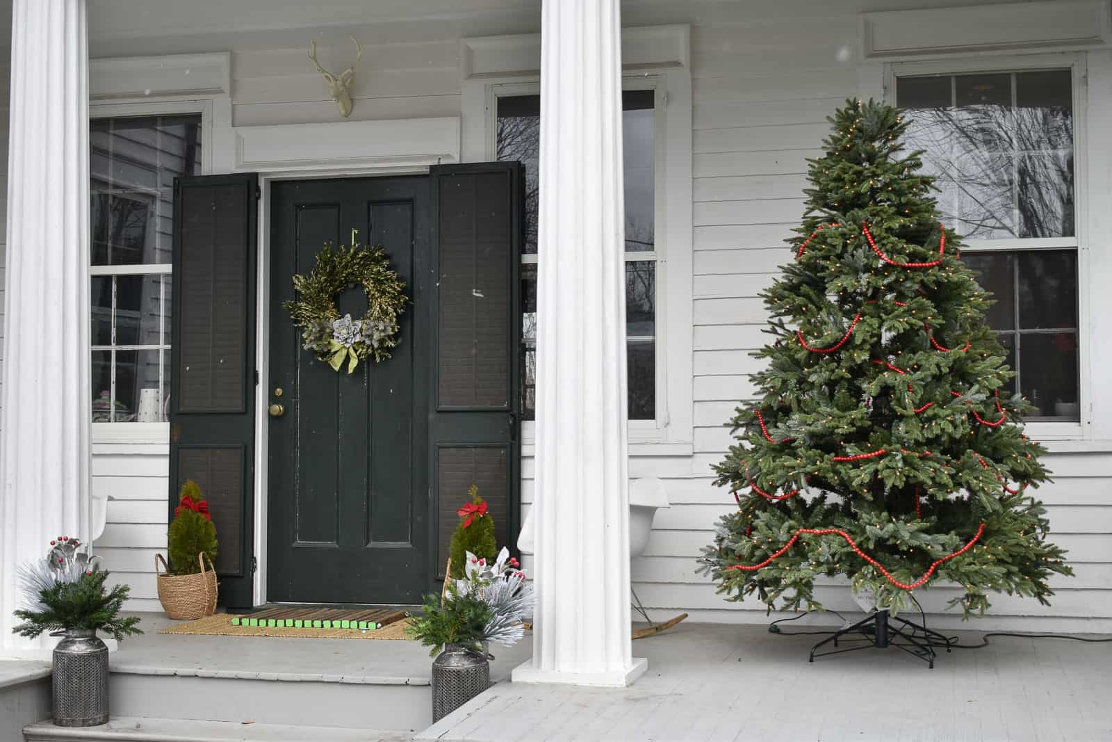 simple outside Christmas decor