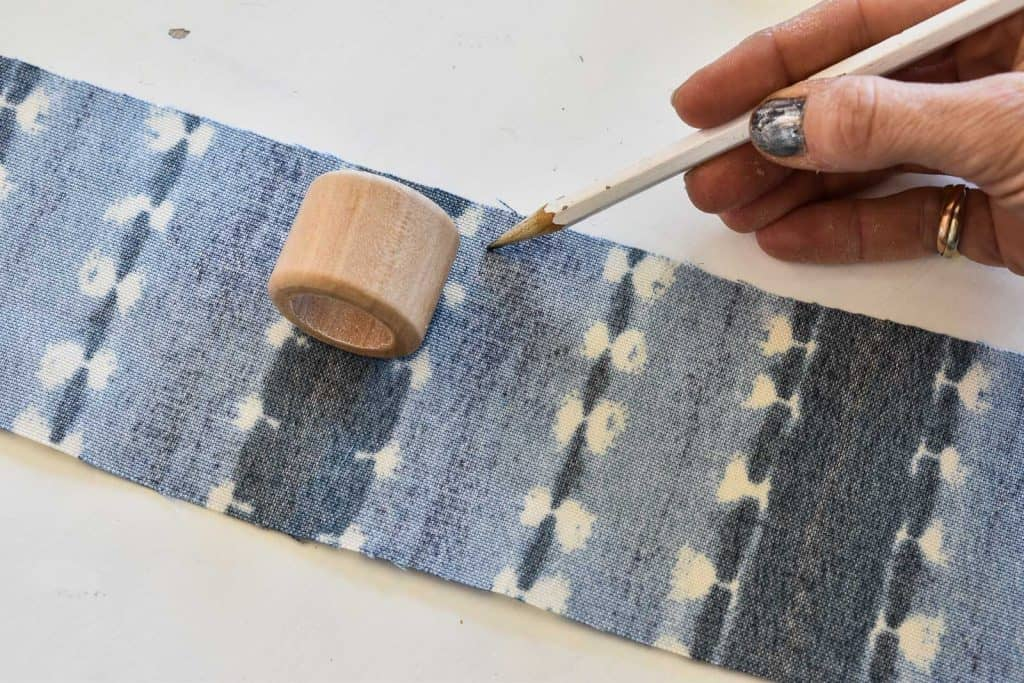 cut fabric to size for diy napkin