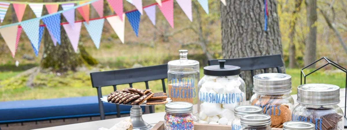 Outdoor DIY S'mores Bar