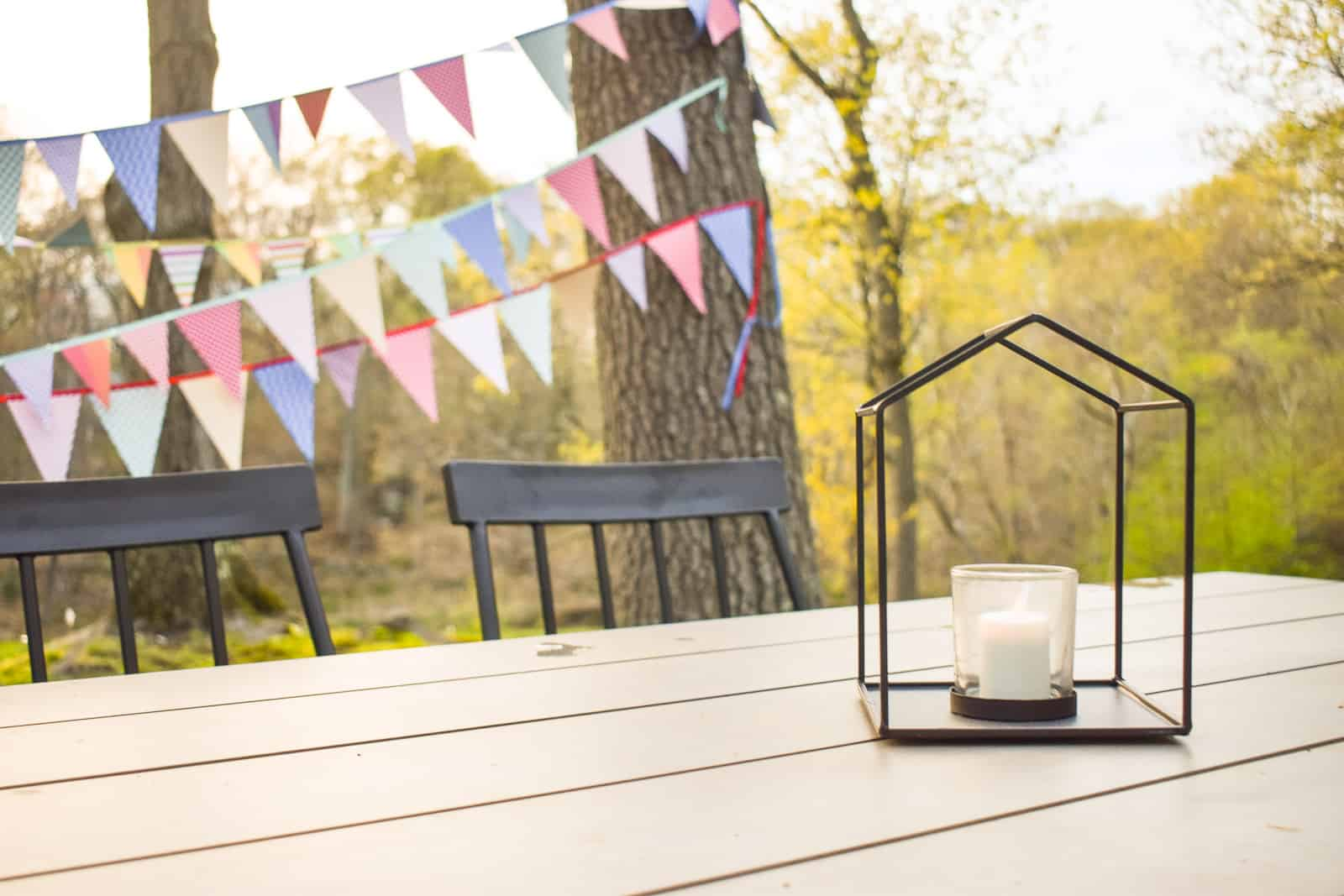 candles and lanterns for s'mores bar