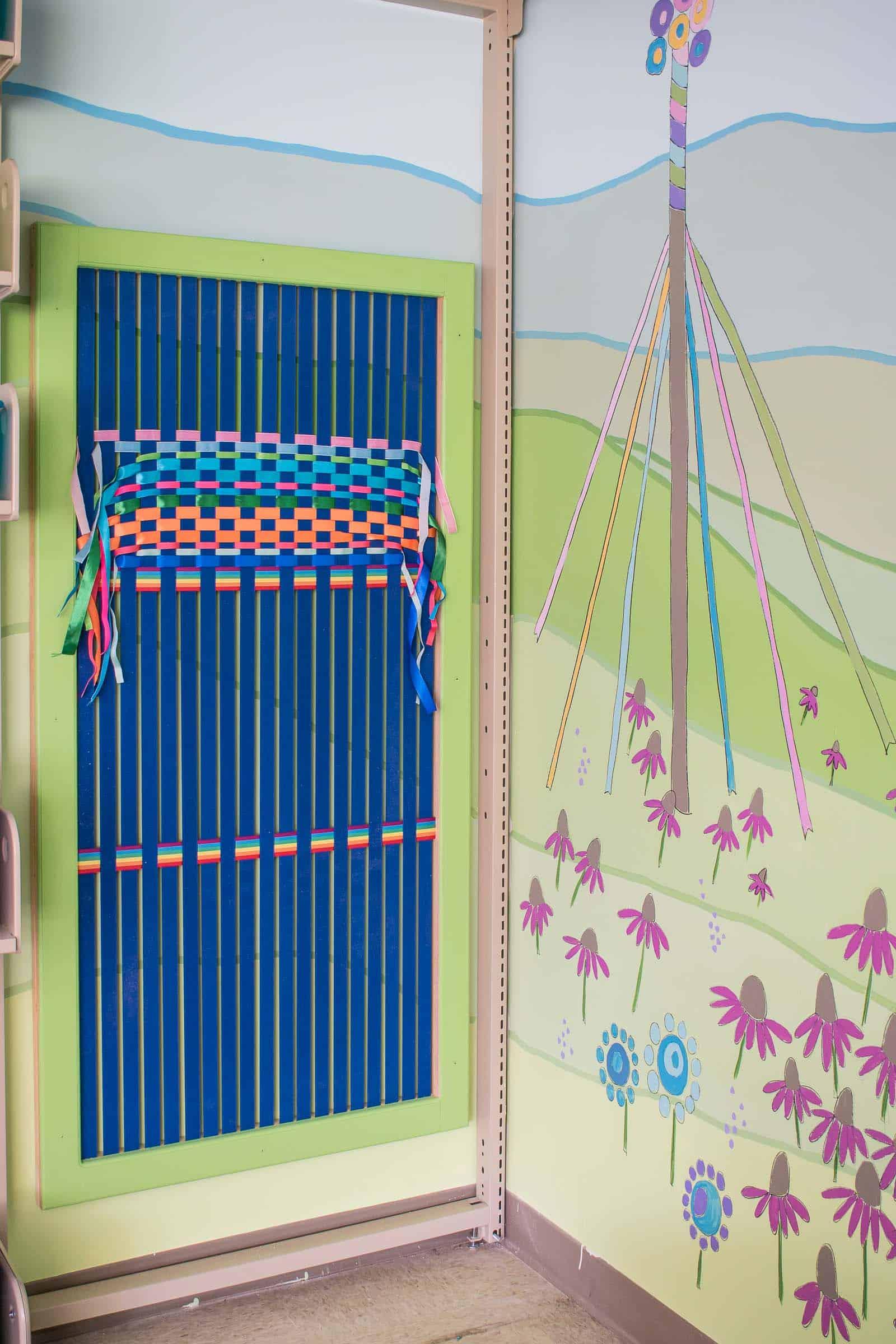 DIY large ribbon weaving loom