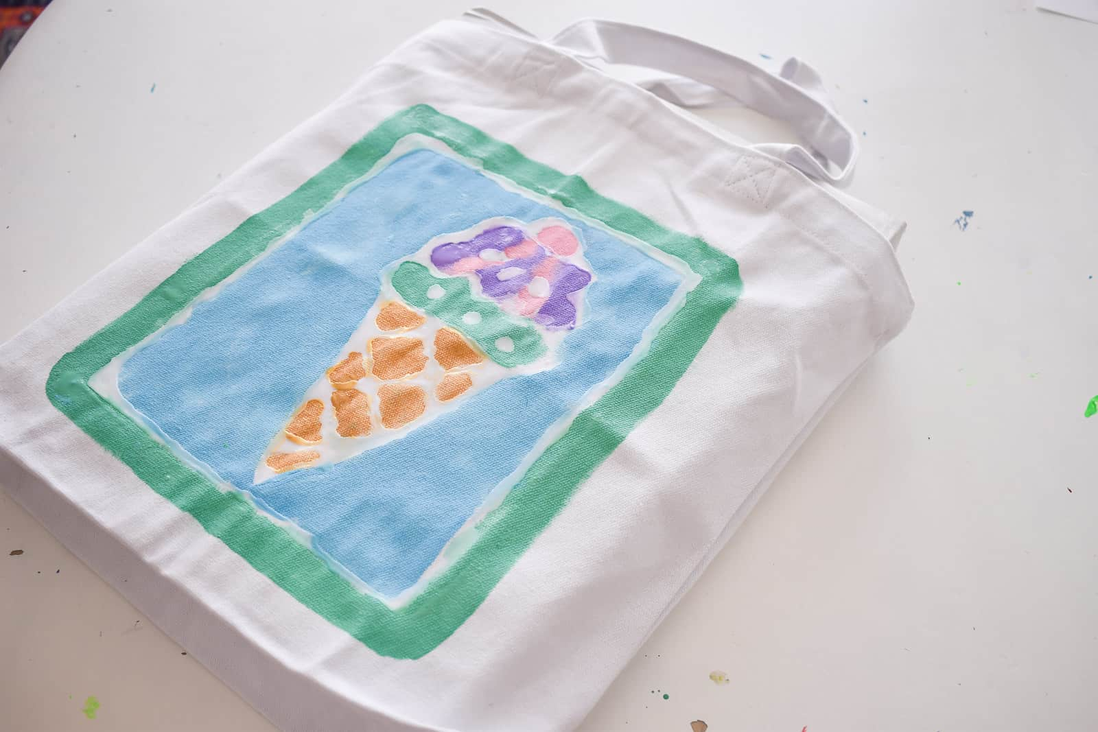 Painting the tote bag
