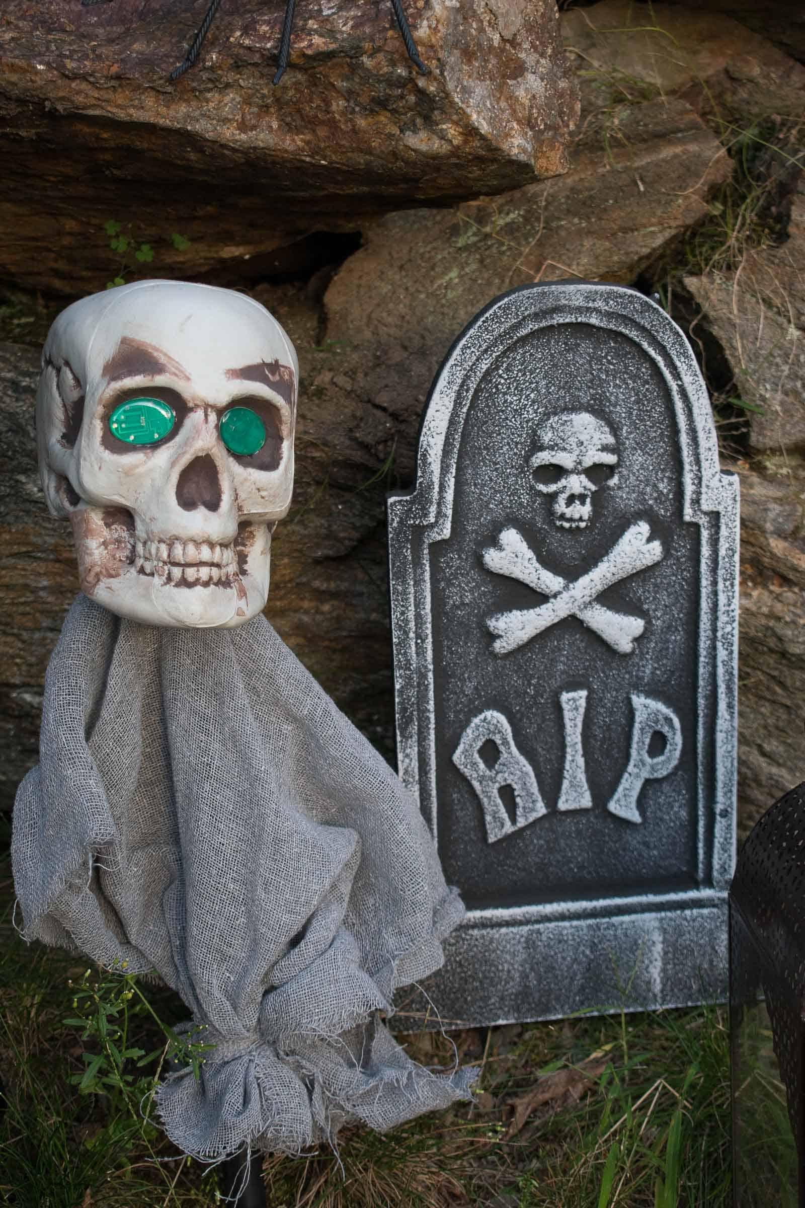 tomb stones for halloween