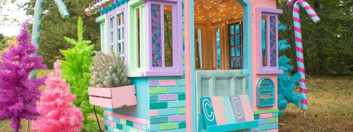 Children's Christmas Playhouse Makeover
