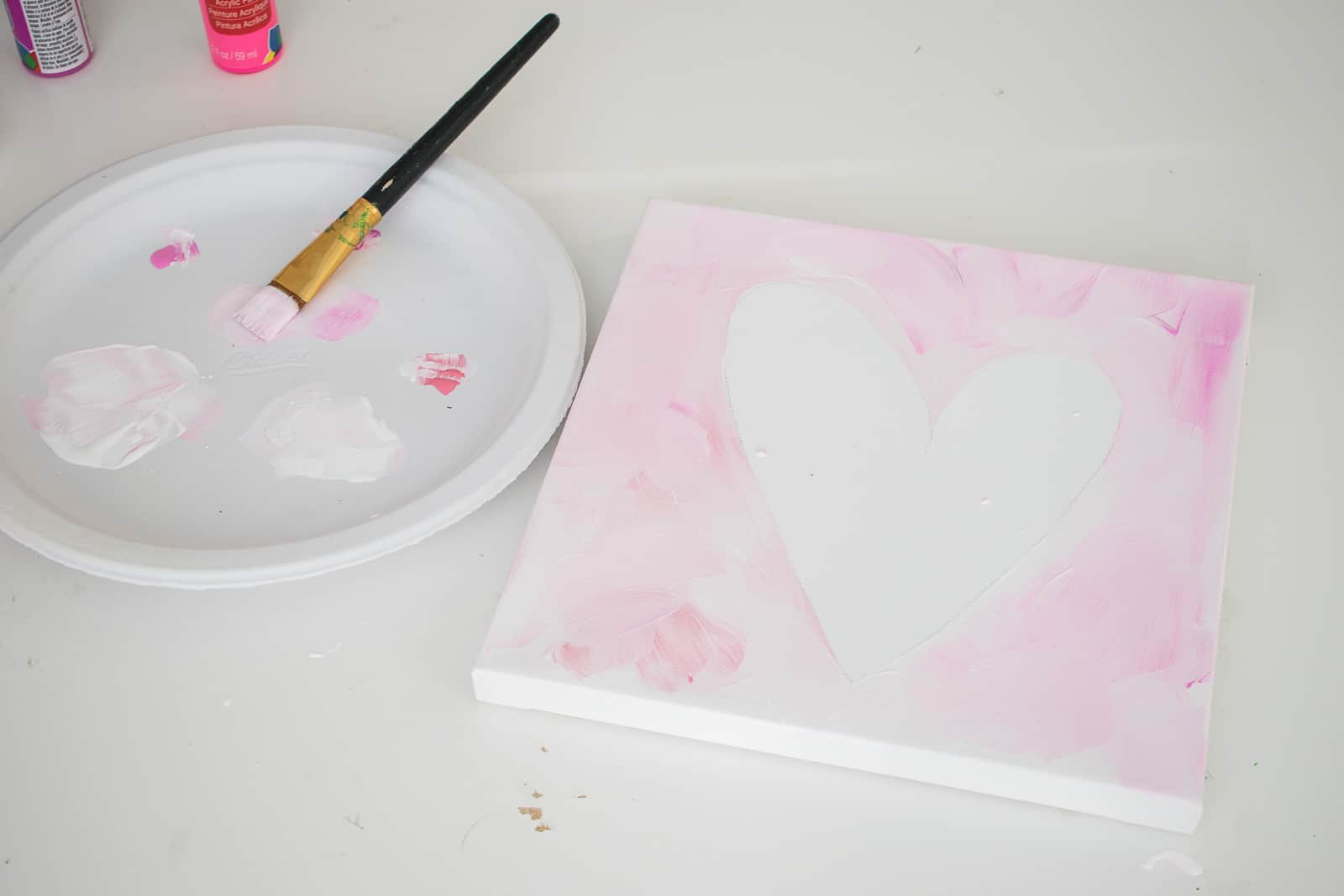 paper plate as palette