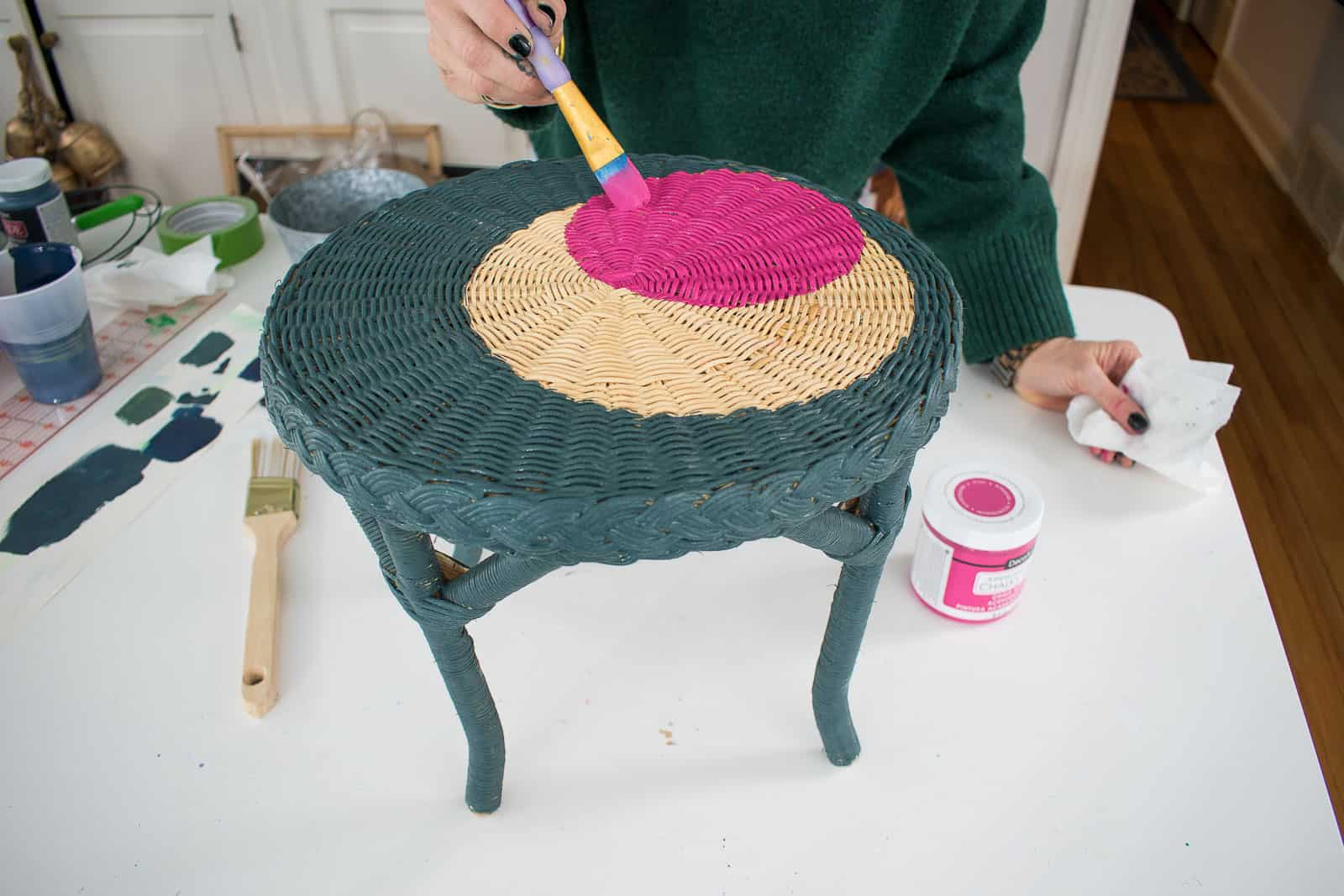 Adding a pink circle to the plant stand