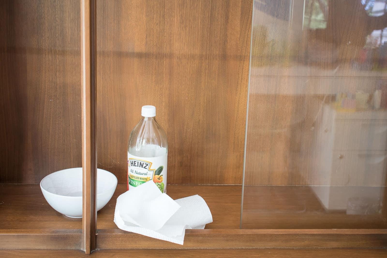white vinegar for cleaning