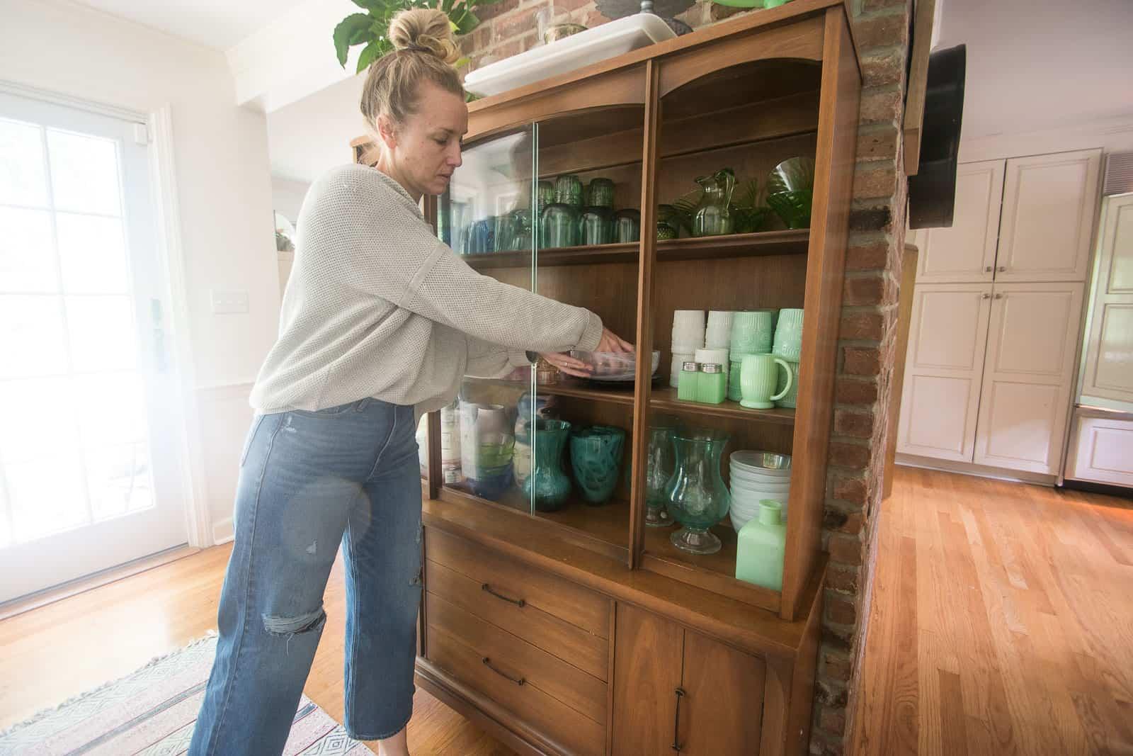 remove glassware from hutch