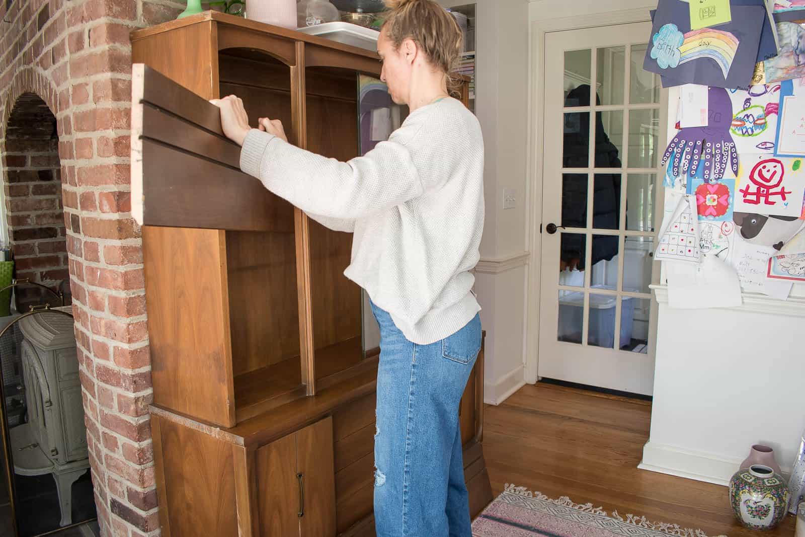 remove shelves of hutch