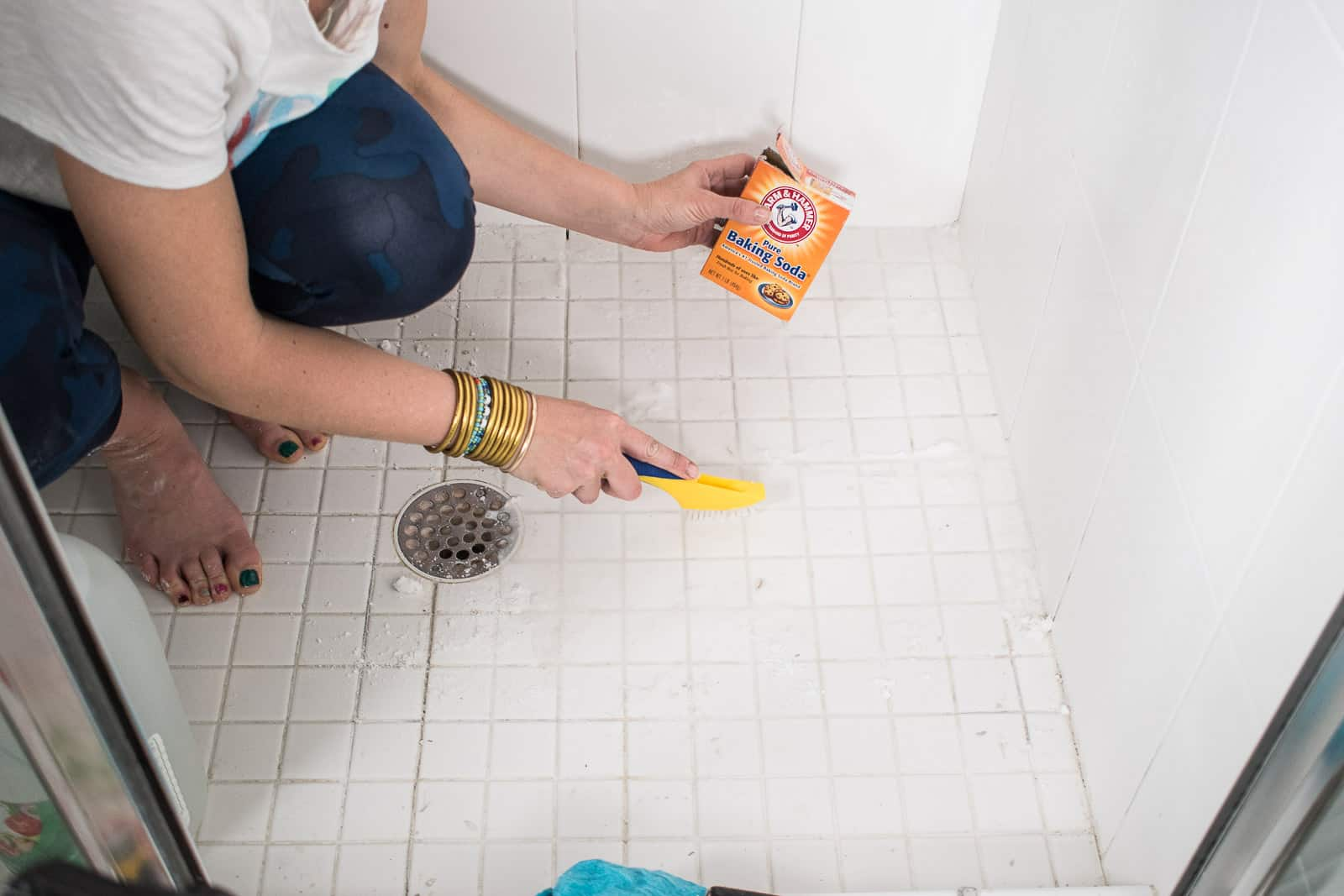 clean grout with baking soda and vinegar